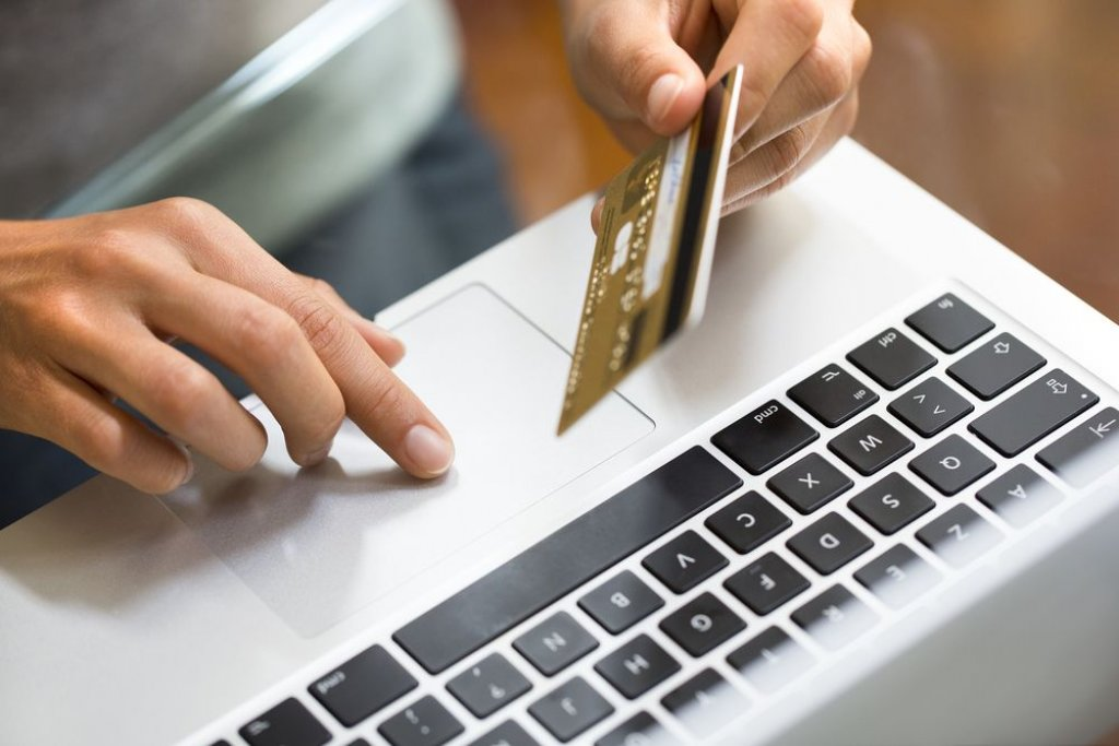 Image result for credit card laptop sportfogadas